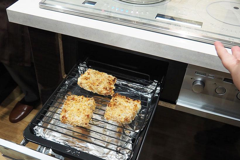↑この日は時間がなかったので、カツを温めなおすだけでしたが、コンベクション式なので「ノンオイル」の揚げ物調理をすることもできます