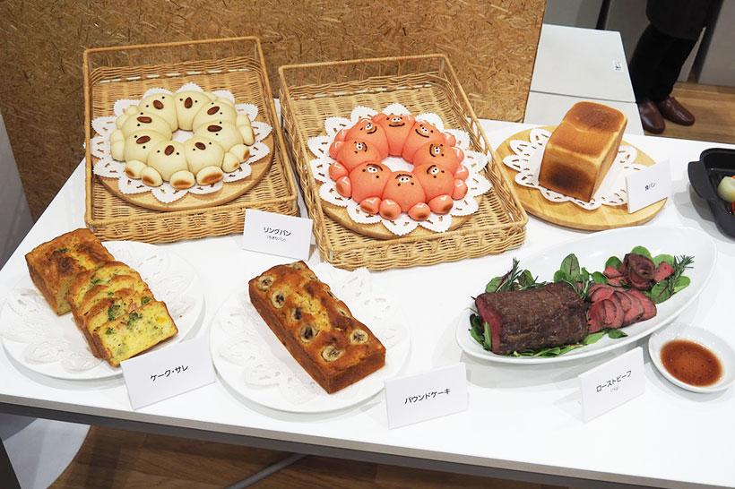 ↑↑コンベクション式なので、もちろんケーキやパンなどのオーブン料理も作れます。オーブンより庫内は小さいですが、その分余熱時間がかからないのも良いですね