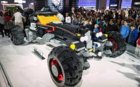 シボレーがLEGOブロックで作ったのは・・・・・・なんと実物大「バットモービル」!!