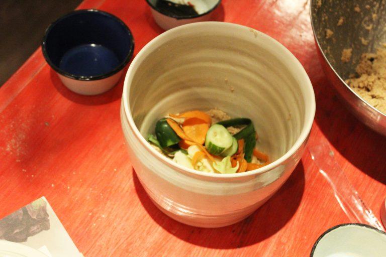 ↑捨て漬け用の野菜はアクの少ないお野菜を。キャベツやキュウリ、人参に大根などがおすすめ