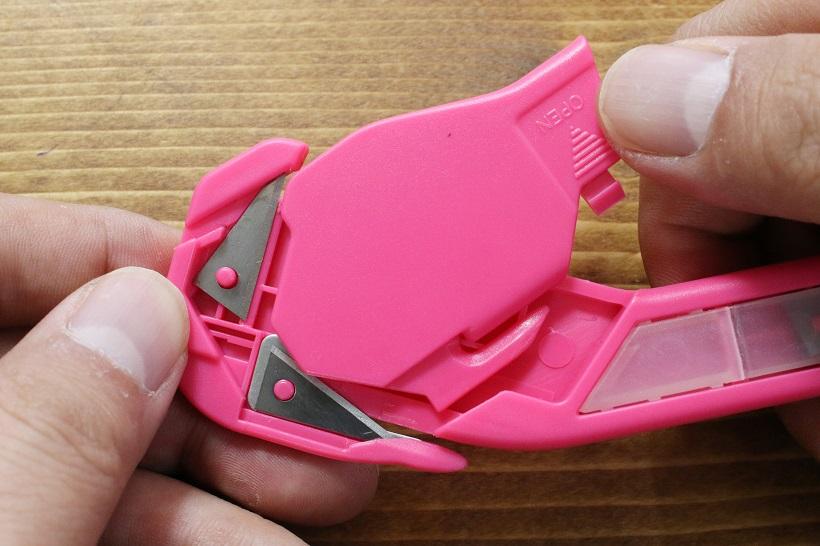 ↑特にサブ刃が取り出しにくい。無理せず細い棒でつついて取り出そう