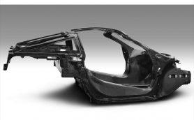 1283kgの驚異的な軽さを達成!マクラーレンが新型スーパーカーのカーボンボディを公開【ジュネーブショー2017】