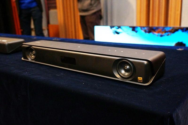 ↑本体の横幅が50cmというコンパクトサイズを実現したHT-MT500のサウンドバースピーカー