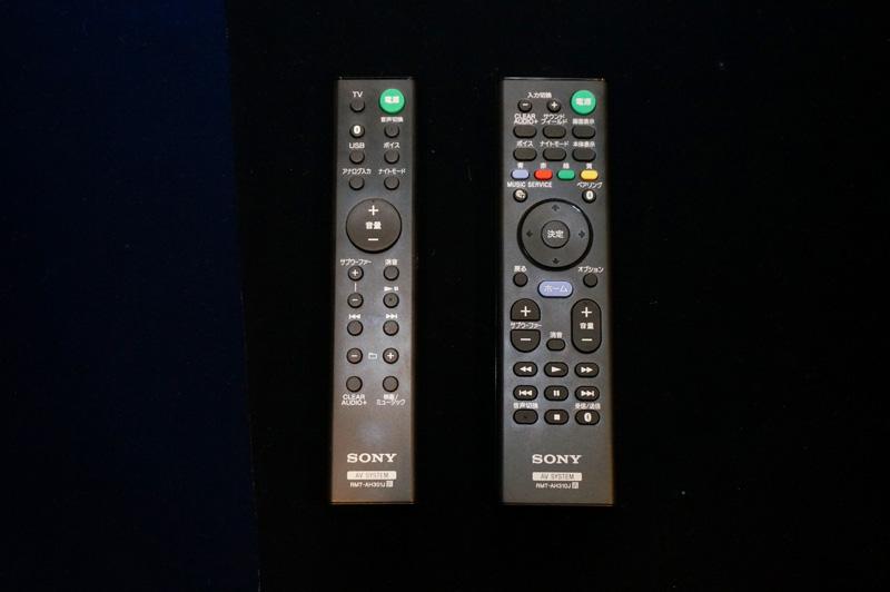 ↑MT300のリモコン(左)とMT500のリモコン(右)