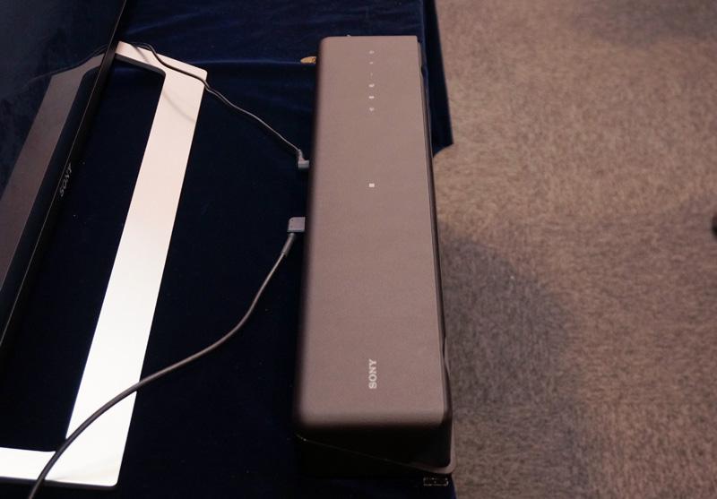 ↑MT500のスピーカーは天面にタッチセンサー式のコントロールパネルを搭載