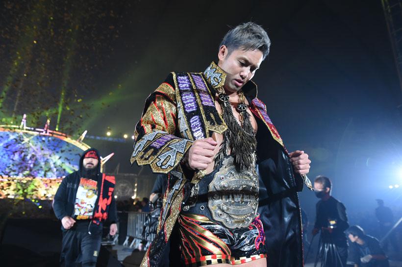↑「レインメーカー」ことオカダ・カズチカ選手。後ろには外道選手の姿が ©新日本プロレス