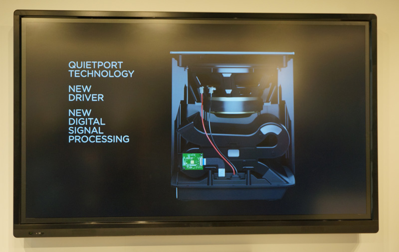 ↑低音再生を増強する「QuietPortテクノロジー」をベースユニットに採用した