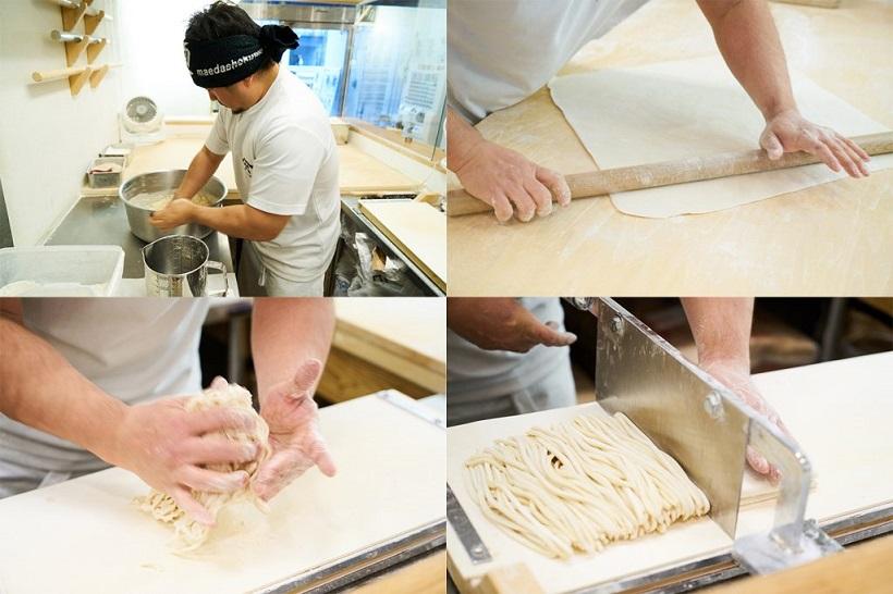 ↑粉、水、かん水、塩をボウル内で合わせ、柔らかなタッチでかき混ぜると瞬く間にまとまって生地に。麺棒で数回伸ばして小気味よく手切りし、絶妙な力加減で揉むと独特の縮れ麺が完成です
