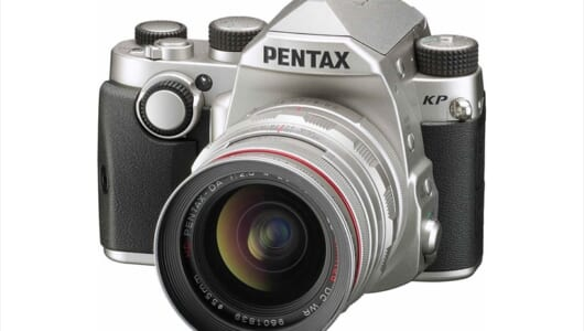 最高感度ISO 819200で撮影条件を選ばない! グリップカスタマイズもユニークな「ペンタックス KP」新登場
