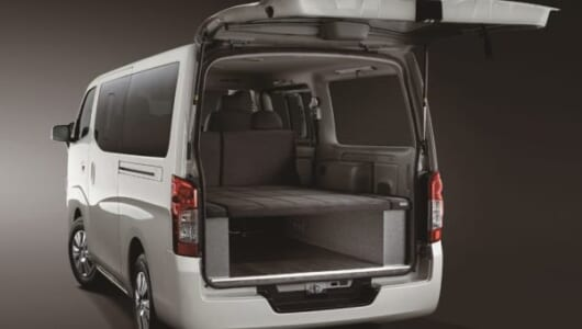大容量バッテリー搭載で電子レンジやテレビも使えるキャンピングカー! 日産が「NV350キャラバン」を発表