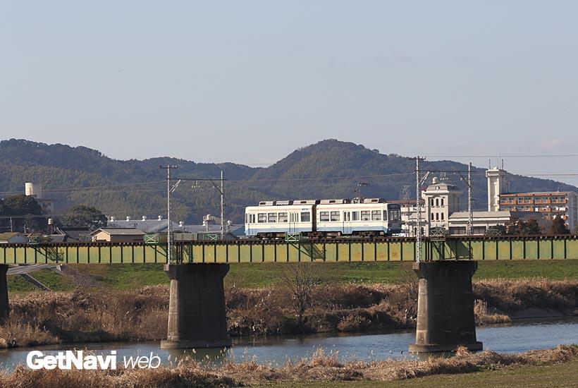 ↑筑豊地方を南北に流れる一級河川の遠賀川。電車は筑豊直方駅の手前で遠賀川橋梁を渡る
