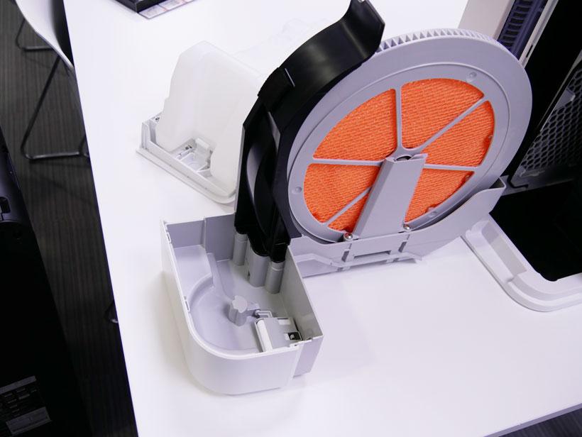 ↑空気清浄機のなかには、加湿フィルターを搭載したモデルも