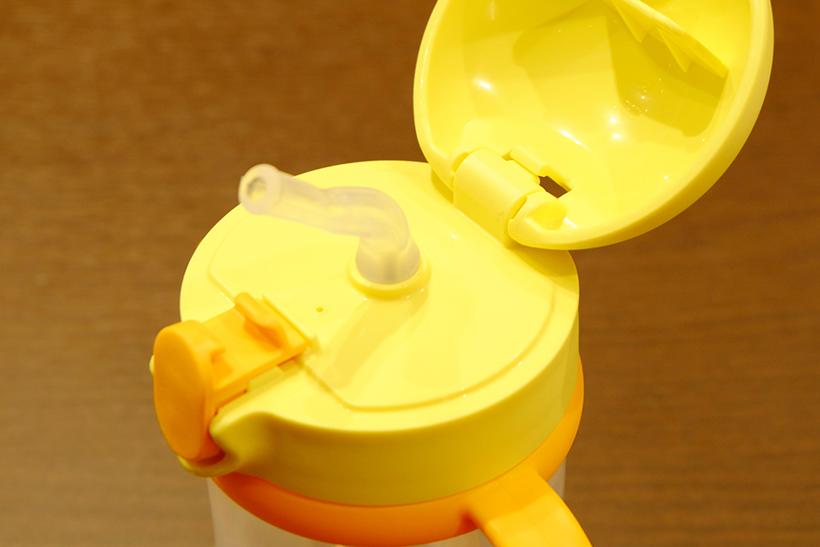 ↑液が飛び散りにくいストロー。ペアストローがセットで付いてくるので、衛生面が気になるときはすぐに交換ができます