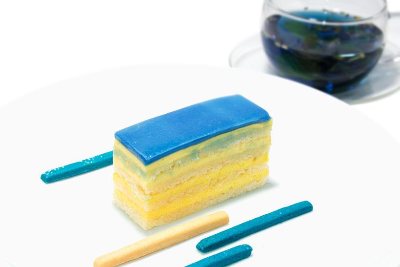 ↑ブルーレモンケーキとブルーフラワーハーブティー