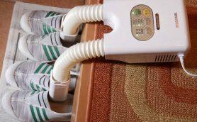 吐きそうなレベルの靴の異臭がマイルドに! 上履きも2足同時にカラっと乾くアイリスオーヤマ「脱臭くつ乾燥機」が気に入った!