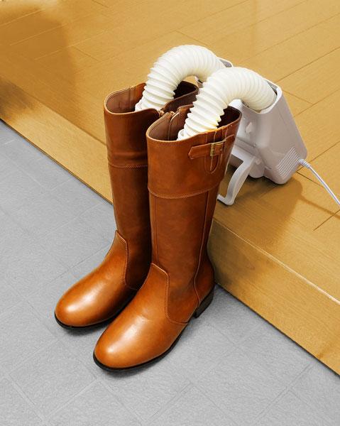 ↑スタンドで立てればロングブーツも乾燥できます