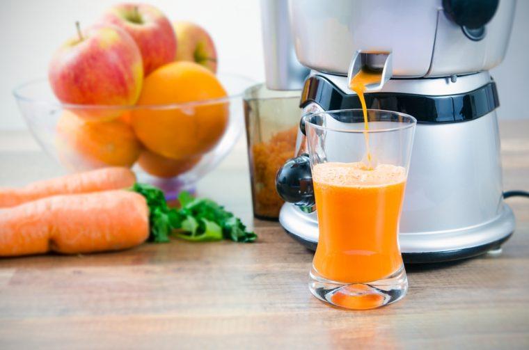↑おすすめはリンゴとニンジンの果汁を絞ったジュース。胃腸に負担をかけないよう、繊維は取り除いて