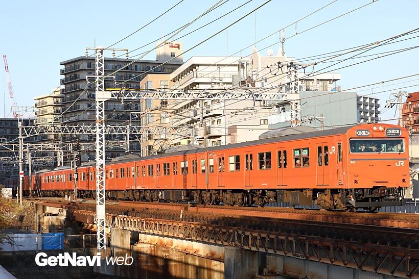 ↑大阪でオレンジ色の電車といえば大阪環状線。1月末現在、オレンジ1色の103系は1編成が残るのみ