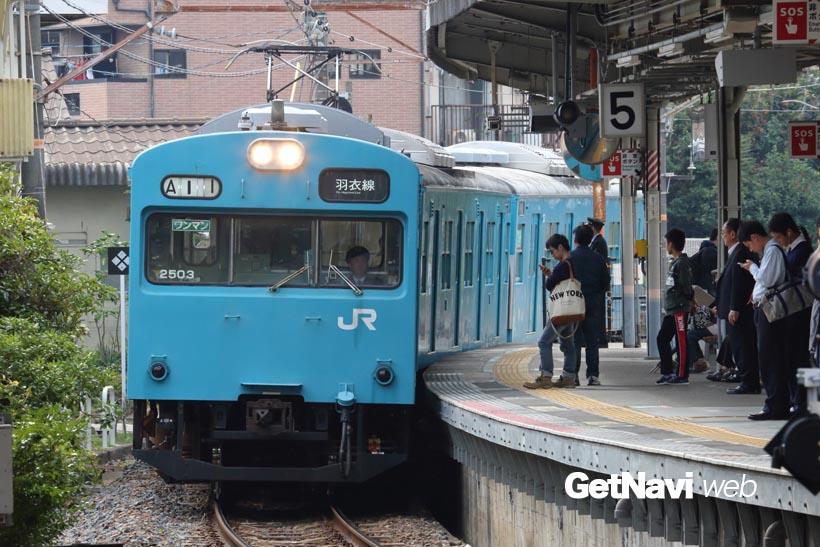 ↑羽衣線の鳳駅に入線する103系。羽衣線では3両編成の103系が長年にわたって使われてきた