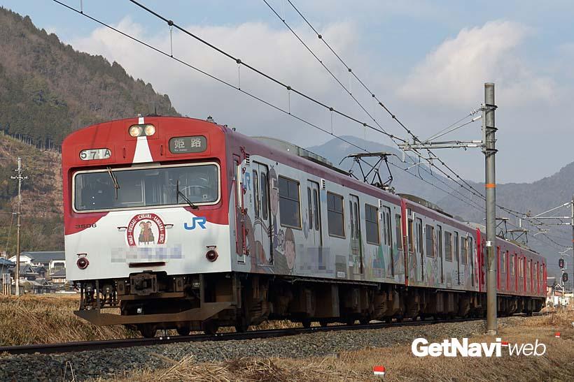 ↑播但線の姫路駅〜寺前駅間を走る103系3500番代。ラッピング電車なども走っている
