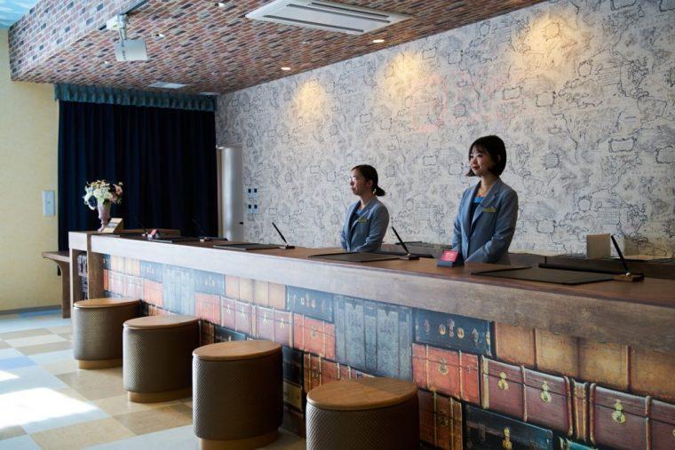 ↑シックな雰囲気のレセプションエリア。東京ディズニーリゾート®に精通したスタッフがいて頼もしい