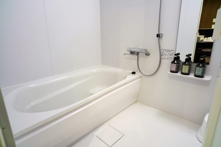 ↑浴室は洗い場つき、ユニットバスでは得られないくつろぎ感
