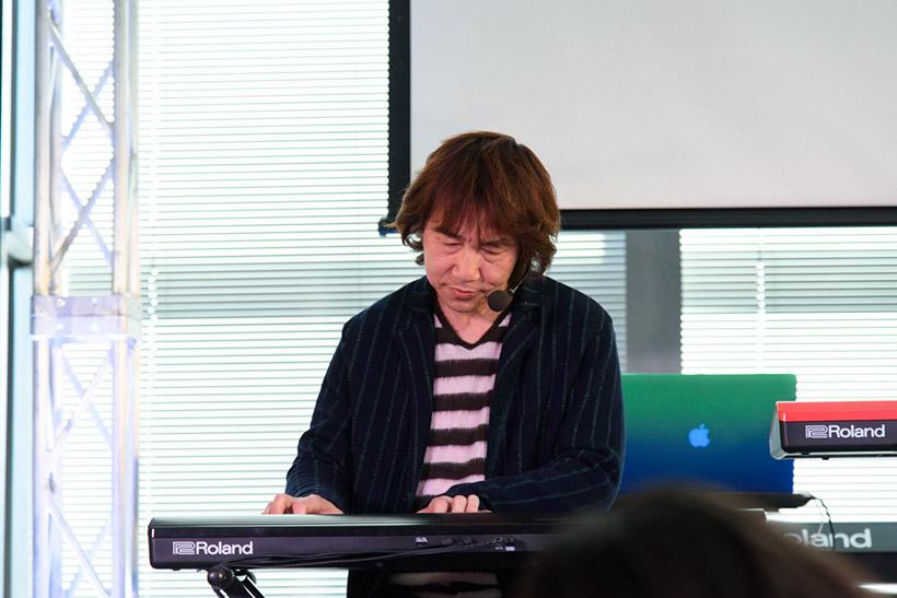 ↑「GO:KEYS」やステージ・キーボード「RD-2000」を使ってデモ演奏を披露したキーボーディストの篠田元一 さん
