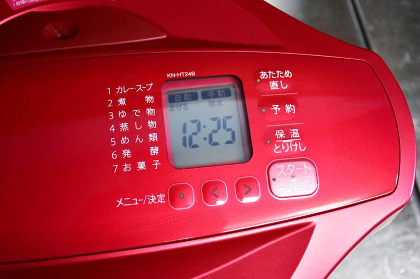 ↑ディスプレイが小さくて表示される情報が少ないので、操作には慣れが必要だ