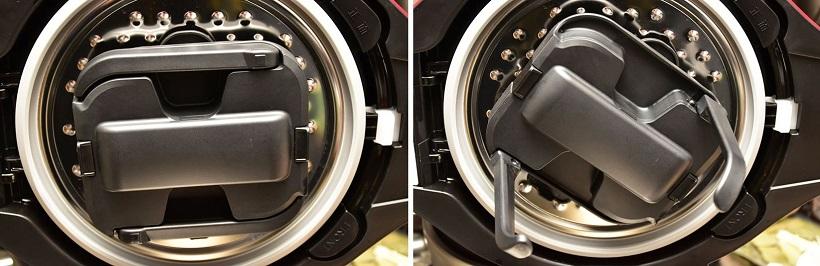 ↑内釜の内ブタに搭載されている「まぜ技ユニット」。写真右は開いたところ