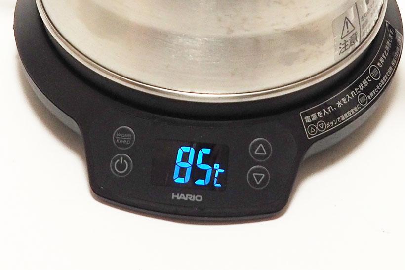 ↑普通にお湯を沸騰させたい場合は「Warm/Keep」ボタンを押すだけ。温度を設定したい場合は、最初に上下矢印ボタンで温度を決めて「Warm/Keep」ボタンを押します