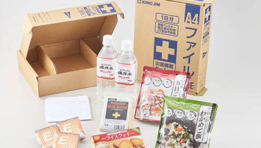 簡易トイレやわかめご飯も同梱! パッケージは枕に! A4ファイルサイズの「災害帰宅セット」を文具メーカー・キングジムが発売