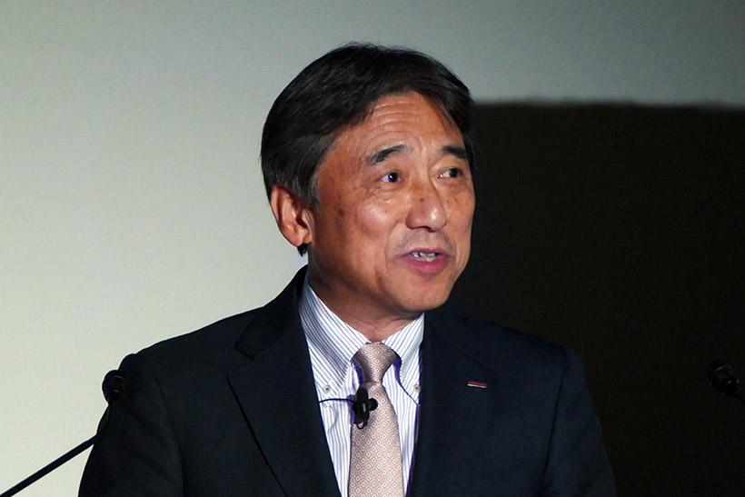 ↑NTTドコモ代表取締役社長の吉澤和弘氏が登壇