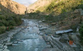 こんなところに温泉が!? 地元民しか知らない「ネパールのびっくり秘境温泉」3つ