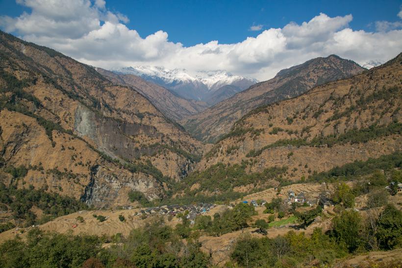 ↑天気が良ければ谷の奥には標高世界7位の山ダウラギリが望めます