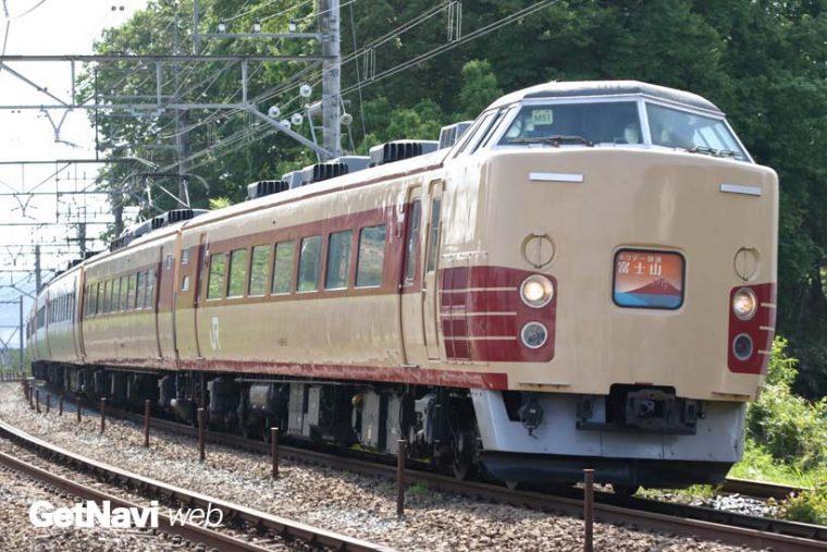 ↑クリーム色と赤色という国鉄特急色のM51編成。いまや同塗り分けはJRグループで唯一となっている