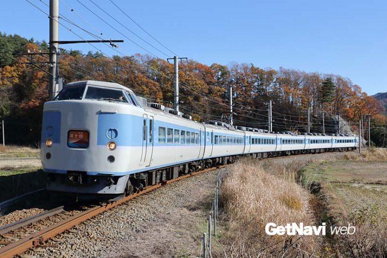↑富士急行線を走る「ホリデー快速富士山」は189系を使った臨時列車だ。写真は旧あずさ色のM50編成