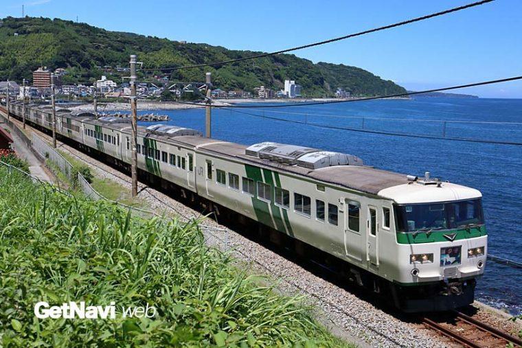 ↑185系は主に東京駅と伊豆急行・伊豆急下田駅、伊豆箱根鉄道・修善寺駅と結ぶ「踊り子」に使われる