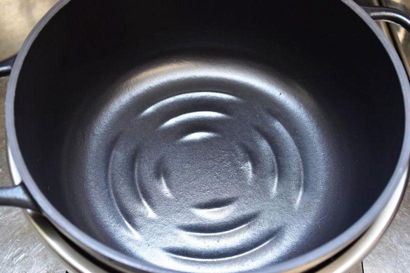↑鍋には水位線がないので、炊飯に使うのには少し面倒