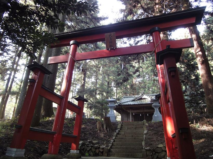 ↑犬目(山梨県上野原市)の集落にある犬島神社