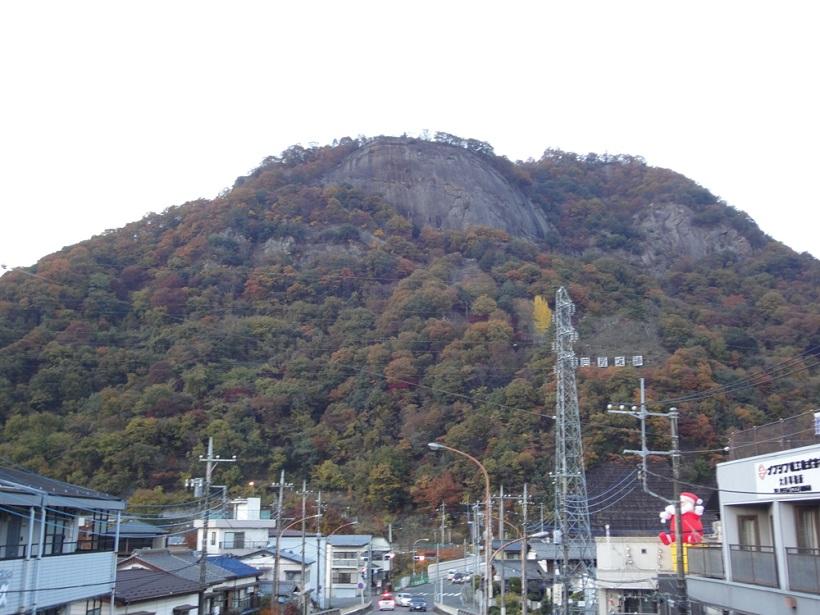 ↑鬼の住みかとされた岩殿山