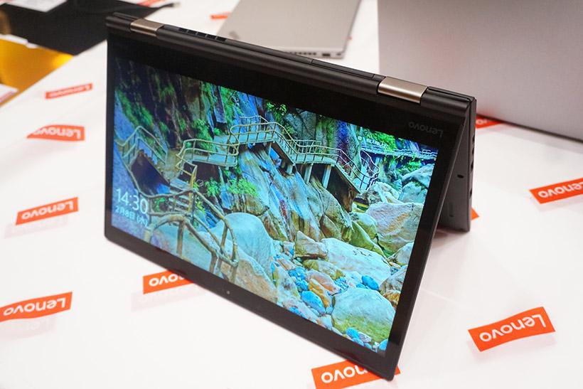 ↑ディスプレイが360度回転するThinkPad Yoga