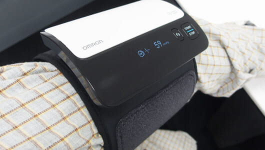 これが血圧計ってホント!? ラフに装着できるから「家測定」が驚くほどカンタンでしかも正確!