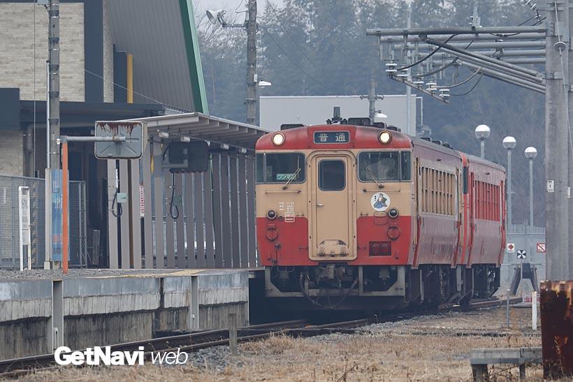 ↑終点の烏山駅に停車するキハ40形。列車は本数が少なめ、時刻表を確認しつつ列車旅を楽しみたい