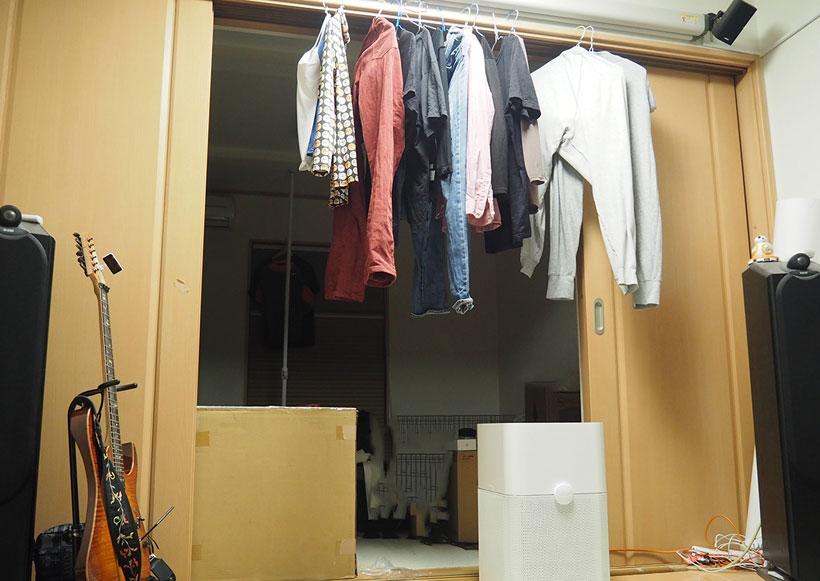 ↑部屋干しした衣類の下に設置すれば、風の力であっという間に乾燥します。部屋干し臭もなくなり、かなり快適です