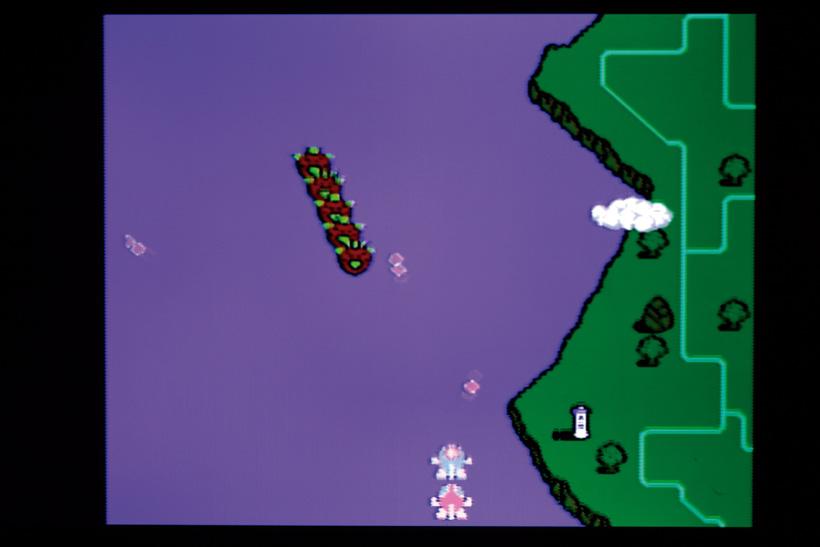 ↑2Pでの協力プレイも盛り上がった。機体を縦や横に隣り合わせて弾を撃つと攻撃が強力に! ただし、ベルの取り合いが殺し合いに発展!?