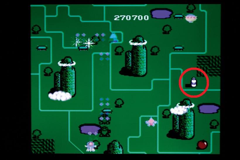 地上物を攻撃すると出てくる1 UPアイテムのミルク。3WAY 攻撃ができるキャンディなど も出現する