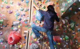 """実はボルダリングって""""はしごを登る感覚""""で楽しめるって知ってた? 上達のコツも伝授"""
