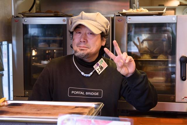 ↑とても明るい店長の工藤さん。プロのミュージシャンでもあるそう