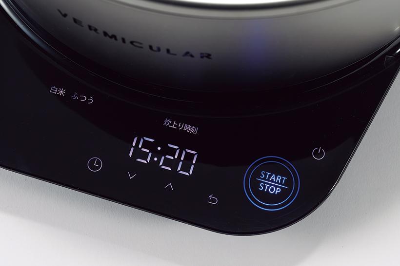 操作パネルはタッチキー方式で、必要なボタンだけが光る。調理モードは、30℃から95℃ まで1度刻みの温度設定が可能