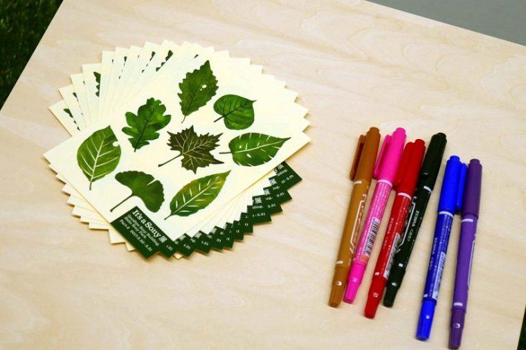 ↑ウォールアートの一角ではシール式の緑の葉を貼り、名前を記入できるコーナーも用意した